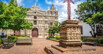 Descubre cómo llegar a Santa Fe de Antioquia y qué hacer