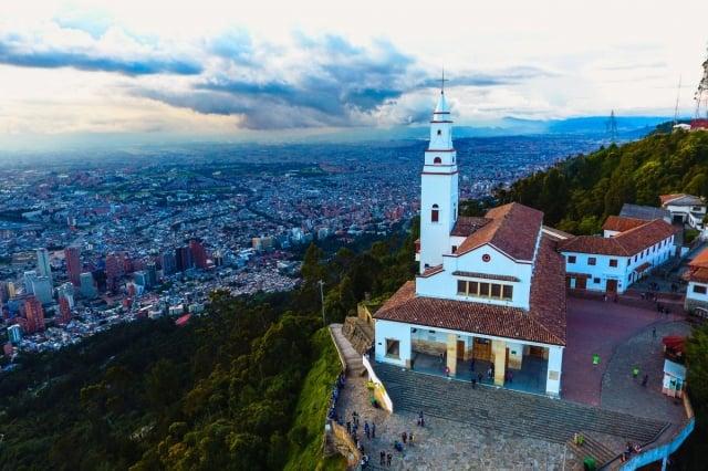 Cómo llegar al Cerro de Monserrate en Bogotá y qué hacer