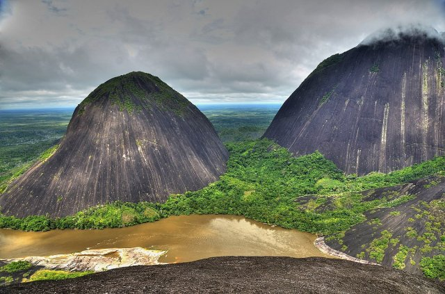 Razones y motivos para viajar y visitar los Cerros de Mavecure